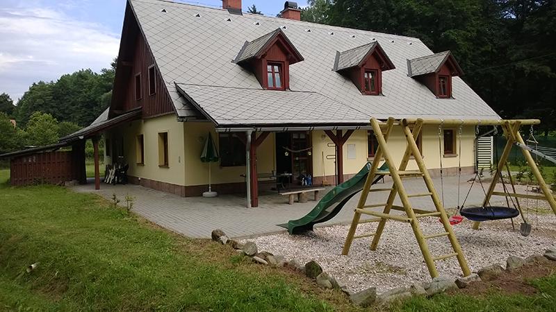 Dětské hřiště u chaty Pod lesem