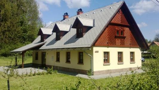 Pohled na chatu v obci Rudník