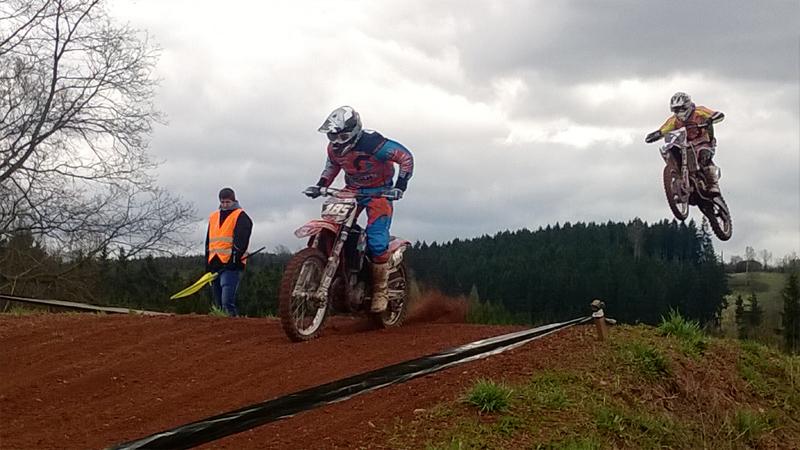 Motocrossový závodník v Rudníku