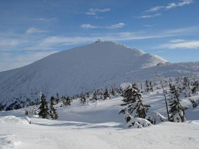 Zasněžené hory v Krkonoších v zimním období