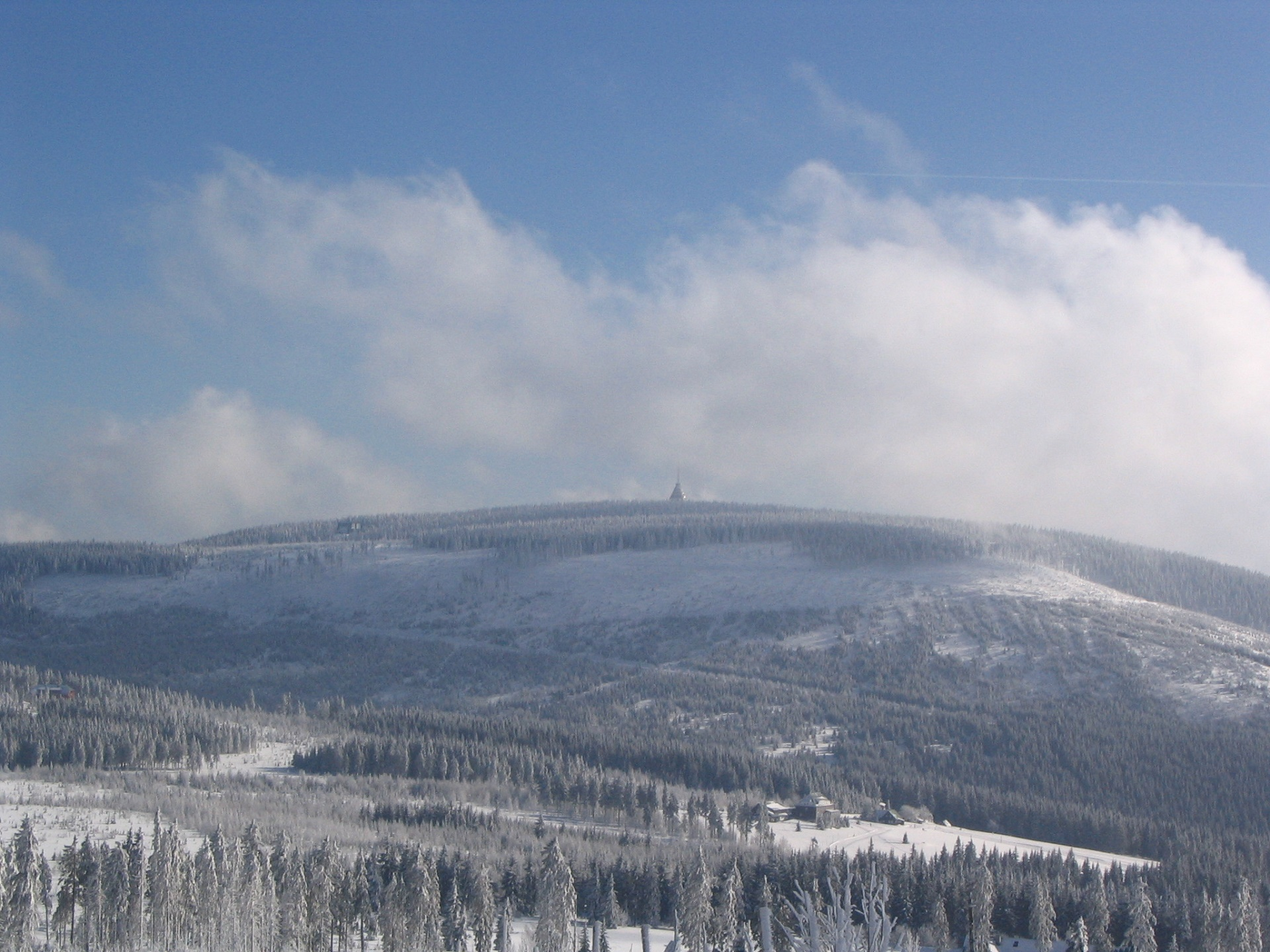 Cerna hora v zime